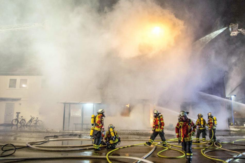 Feuerwehrleute am Samstagabend im Einsatz.