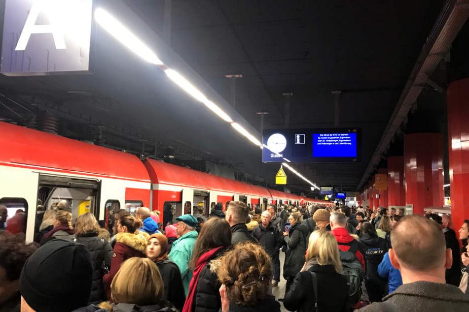 Chaos am Münchner Hauptbahnhof: Trafobrand legt Zugverkehr lahm