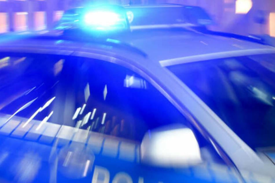 Drei Unbekannte beklauten einen 25-Jährigen in Chemnitz. (Symbolbild)