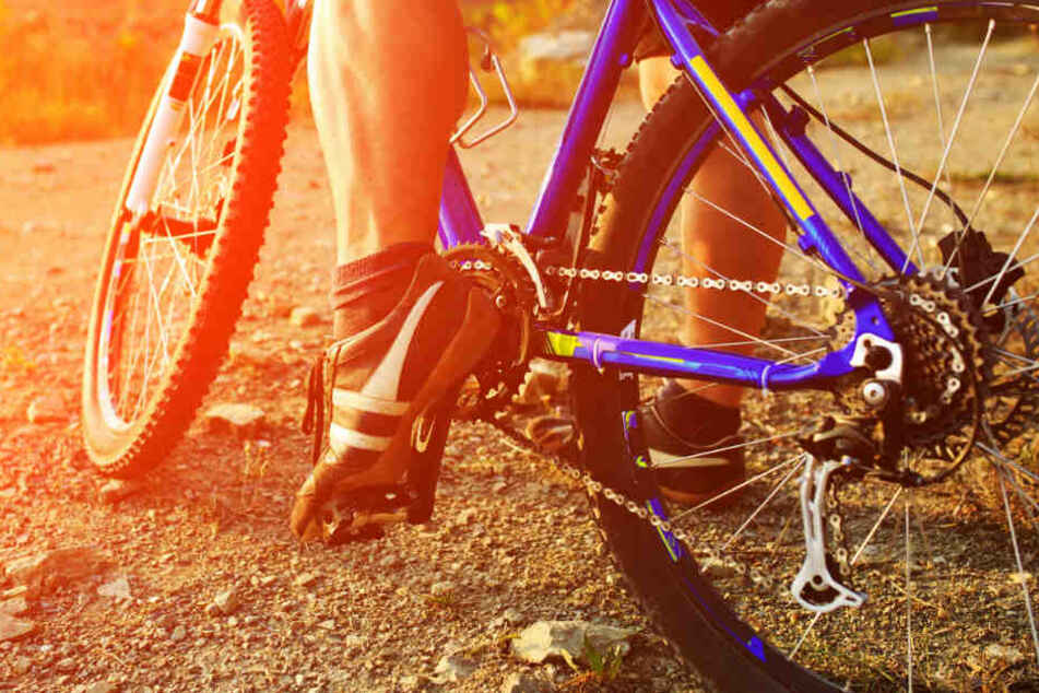 Amok-Fahrt mit dem Rad! 26-Jähriger rastet völlig aus