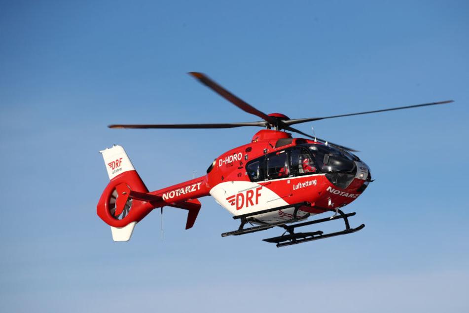 Der Junge wurde mit einem Rettungshubschrauber in eine Spezialklinik geflogen. (Symbolbild)
