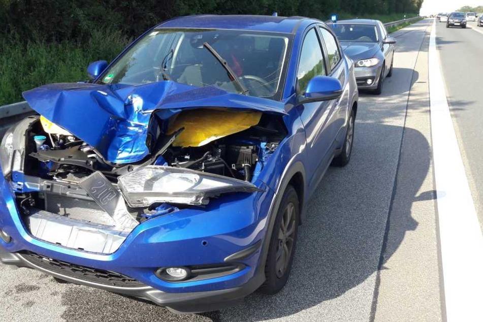 Das Auto wurde sichtlich beschädigt, verletzt wurde aber niemand.