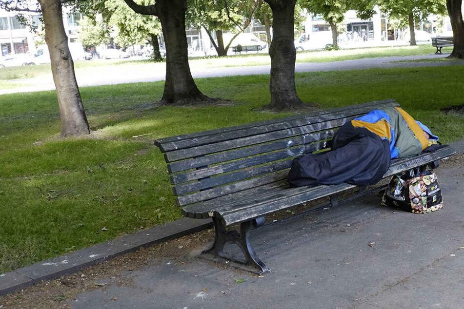 In Eisenach wurden in der Nähe eines schlafenden Obdachlosen Papiertaschentücher angezündet. (Symbolbild)