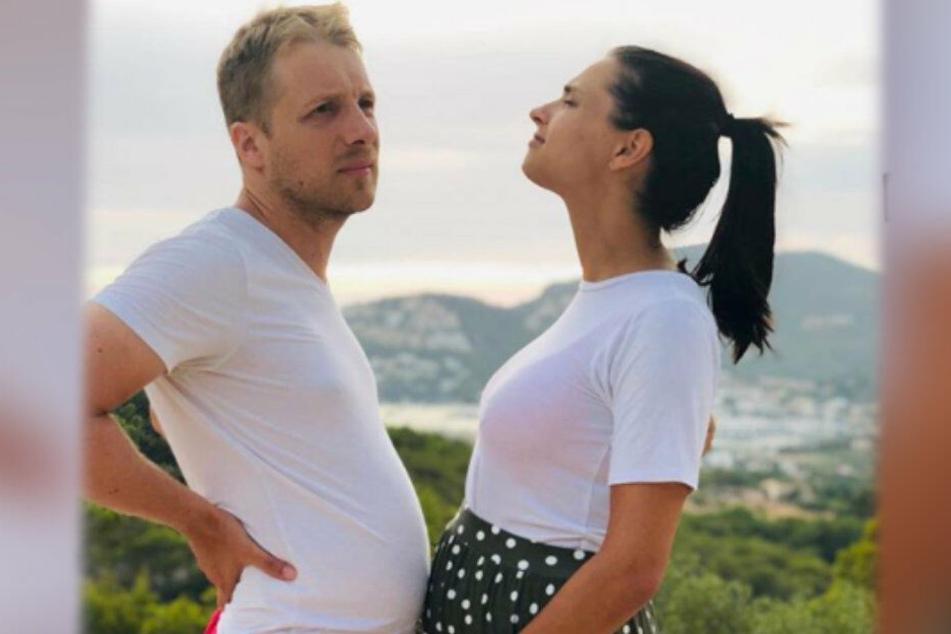 Zwei Bäuche, eine Liebe. Oliver Pocher und Amira Aly.