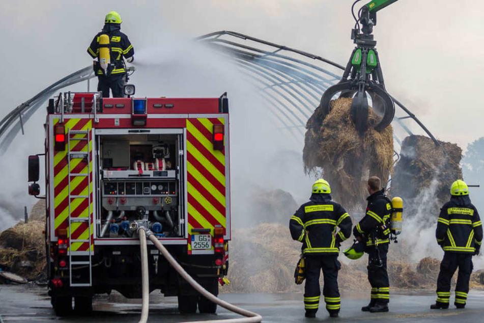 Rauch-Warnung wegen Feuer auf Wertstoffhof bei Bischofsheim