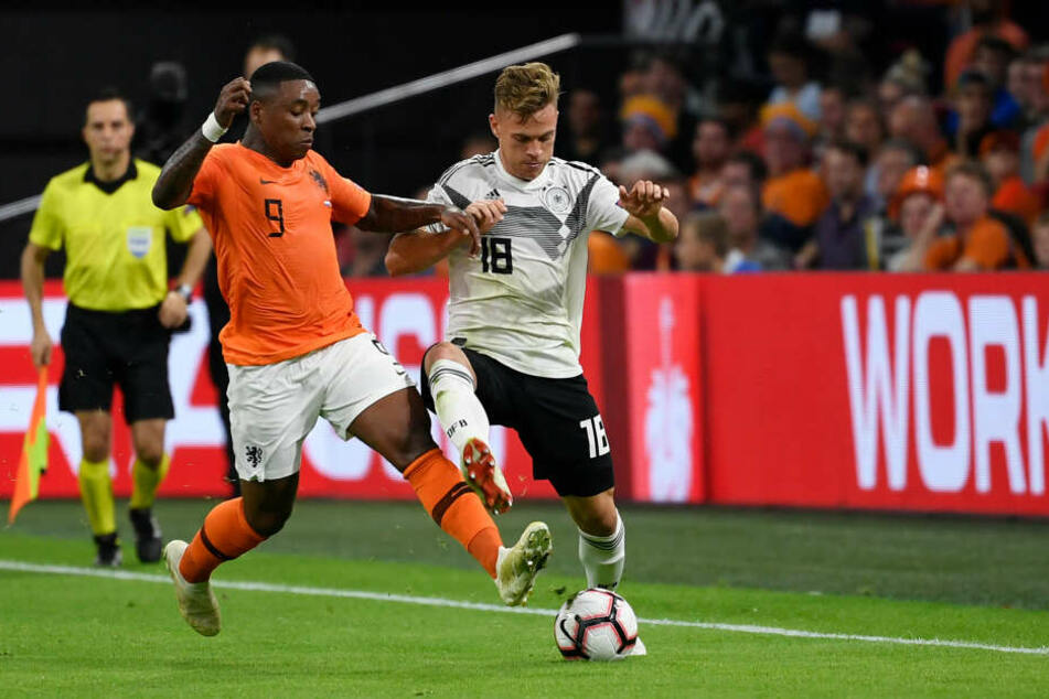 Der 21-jährige Flügelflitzer Steven Bergwijn (l., hier in der EM-Quali gegen Deutschlands Joshua Kimmich) könnte PSV Eindhoven ebenso verlassen, wie...