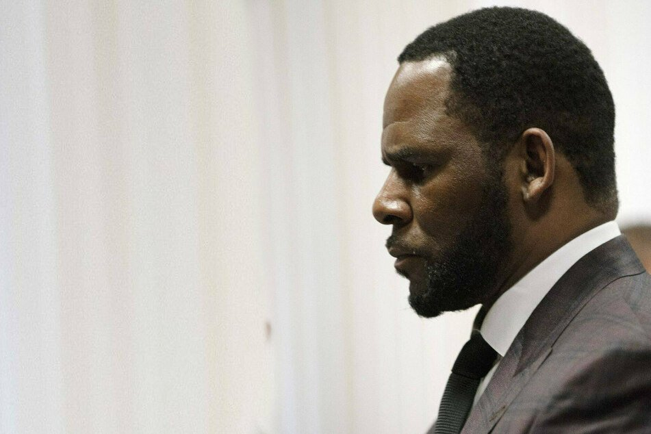 R Kelly's lawyer compares him to Martin Luther King in closing arguments of sex trafficking trial