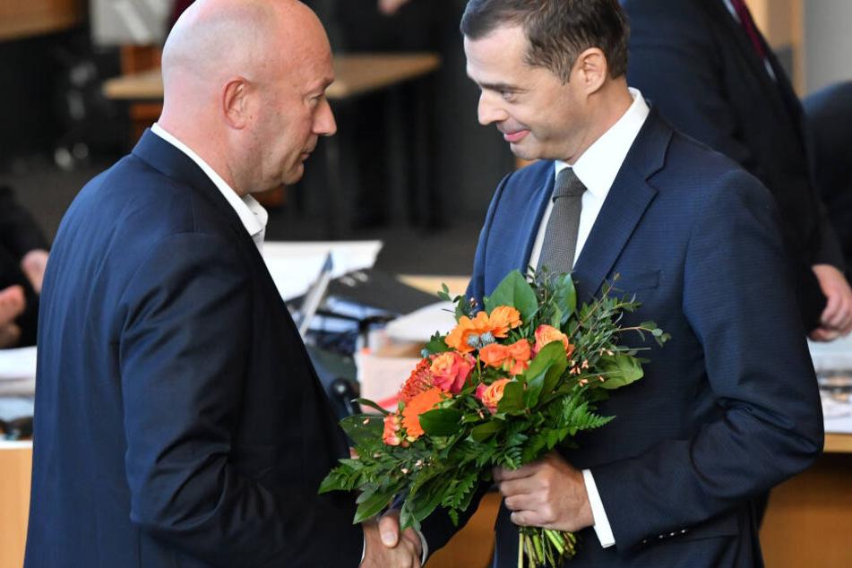 Mike Mohring (re.) gratulierte Kemmerich nach der Wahl, bot ihm eine Zusammenarbeit an.