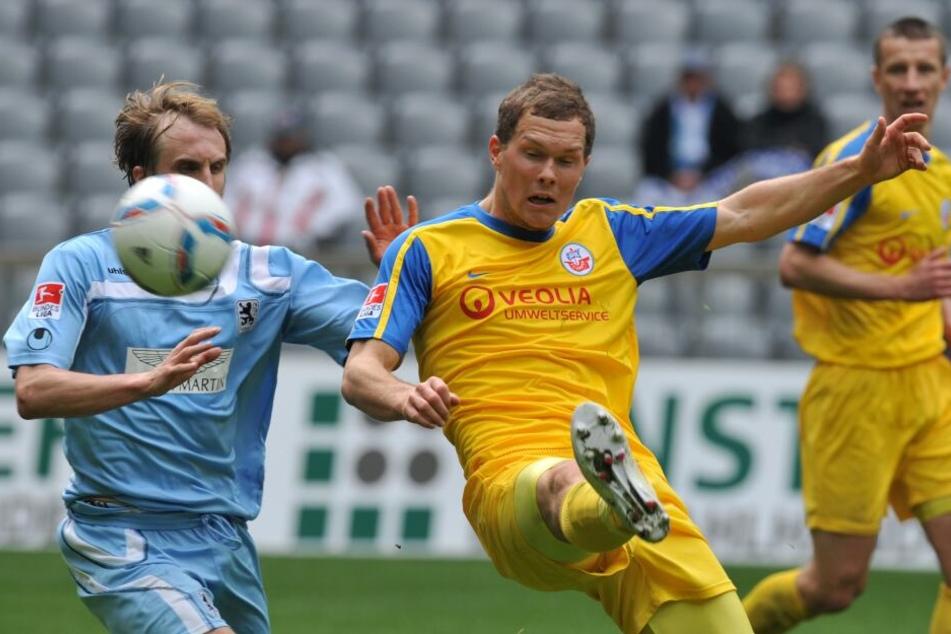 Robert Müller (m.) spielte für Hansa Rostock in der zweiten Liga.