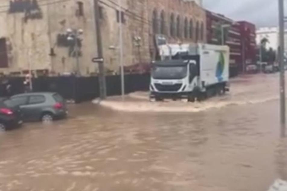 Alles überschwemmt! Mega-Gewitter sucht den Ballermann heim