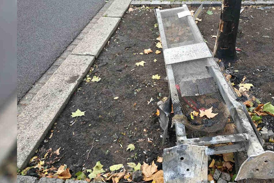 Mercedes reißt diese Gedenktafel aus dem Boden und entzündet sich