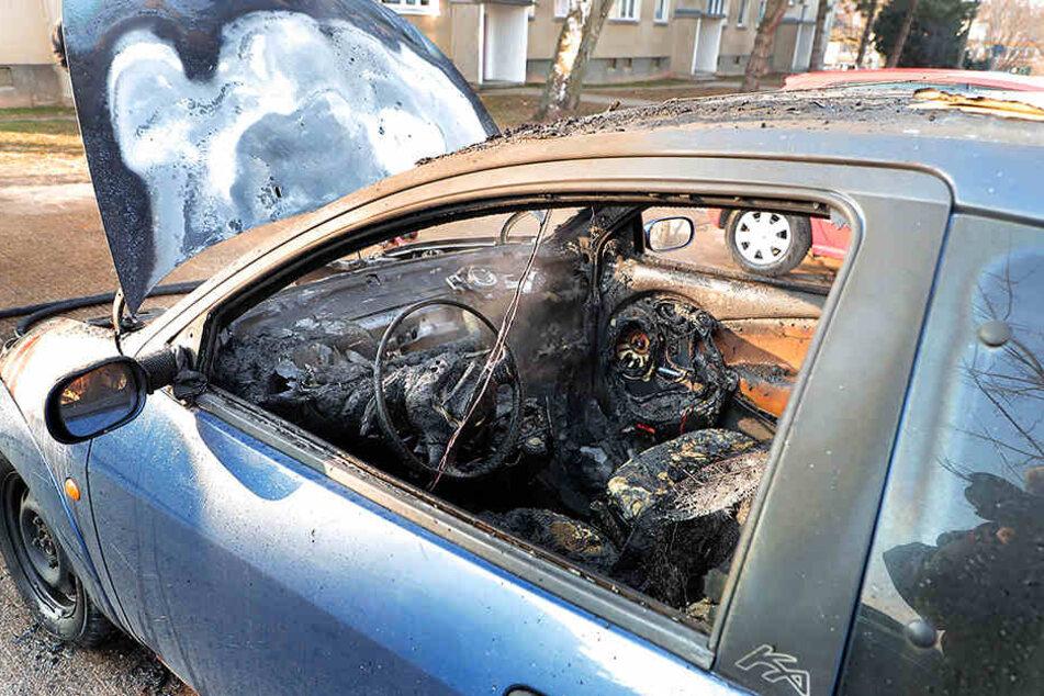 Der Ford Ka brannte vollkommen aus.