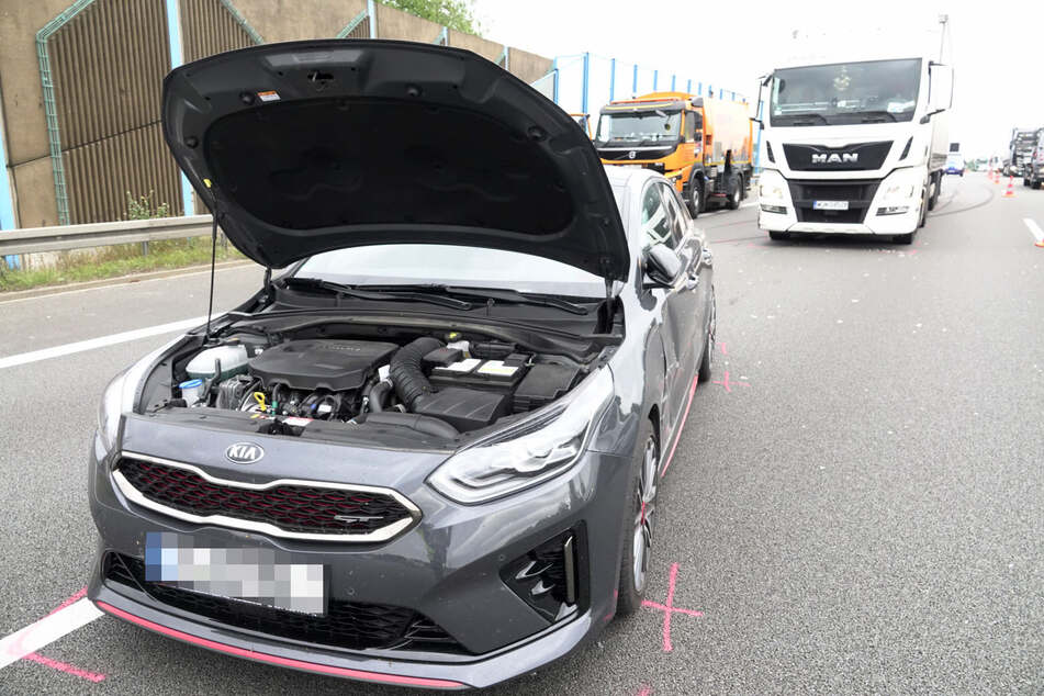 Der Kia-Fahrer wurde bei dem Unfall verletzt.