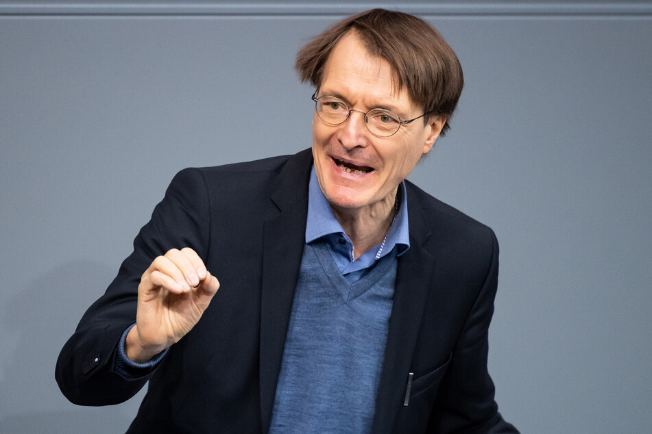 SPD-Gesundheitsexperte Karl Lauterbach fordert eine deutliche Verlängerung des Lockdowns um die Zahl der Corona-Infektionen zu senken.