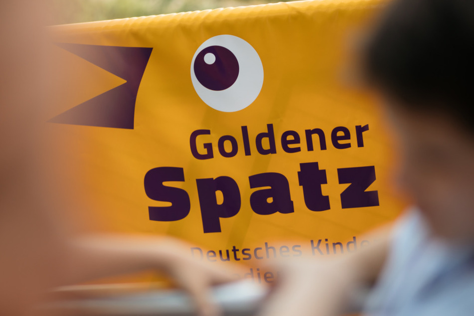 """Das Festivallogo des Deutschen Kinder-Medien-Festivals """"Goldener Spatz""""."""