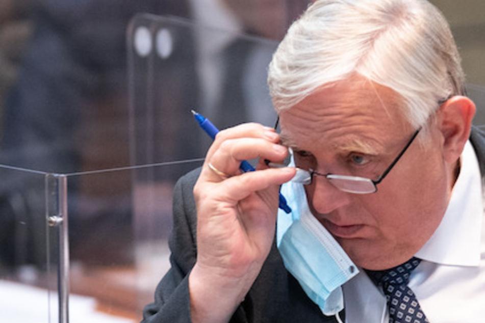 Der NRW-Gesundheitsminister Karl-Josef Laumann (64, CDU) fordert Corona-Ungeimpfte dazu auf, sich impfen zu lassen.