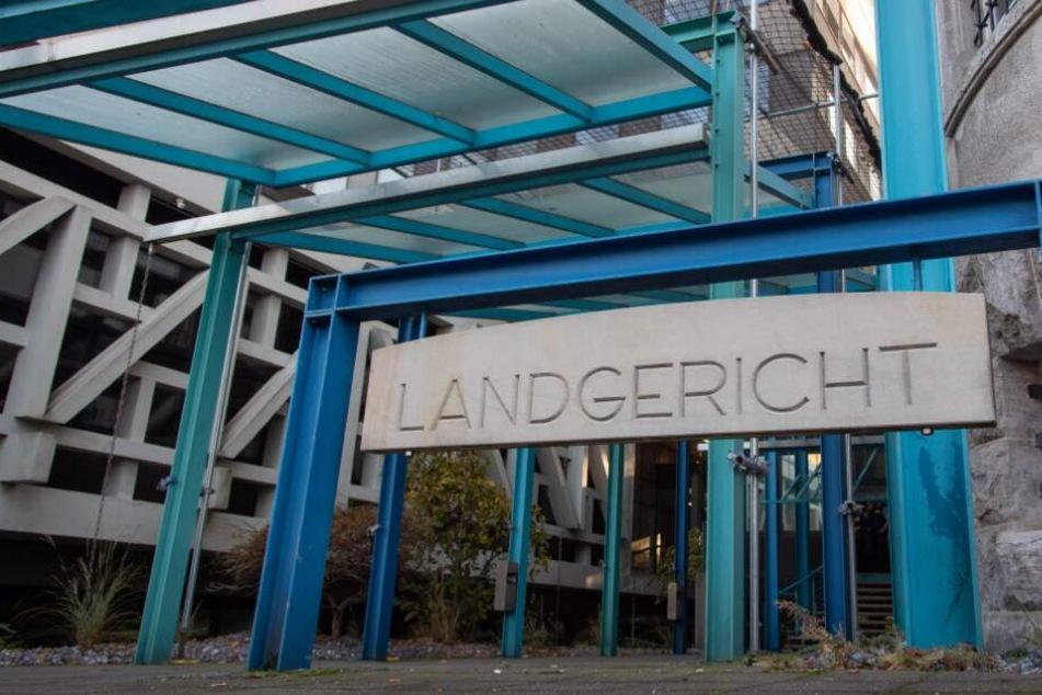 Das Bielefelder Landgericht verurteilte den Mann zu einer lebenslangen Haftstrafe.