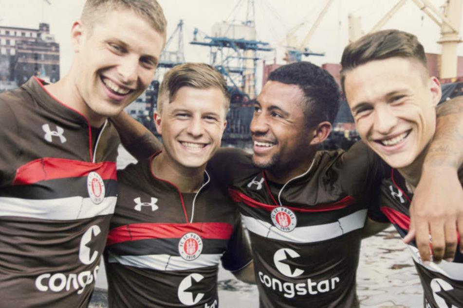 Natürlich ist das neue Trikot des FC St. Pauli in den Vereinsfarben Braun und Weiß gehalten.