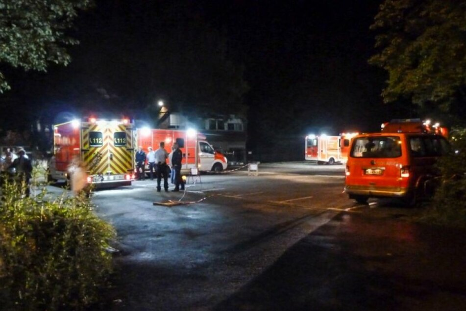 Feuerwehr und Rettungsdienst waren schnell beim Unfallort.