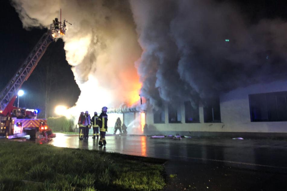 Puff in Flammen: Feuerwehr fünf Stunden im Großeinsatz
