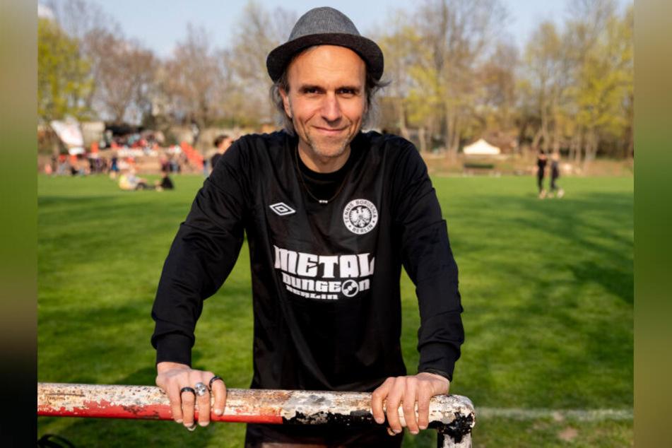 Carsten Bangel ist ehemaliger Stadionsprecher bei Tennis Borussia Berlin und Mitglied der Tennis Borussia Aktive Fans (TBAF). Auch er war mit nach Leipzig gereist.