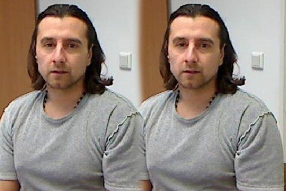 Aleksander E. (42) ist auf der Flucht.