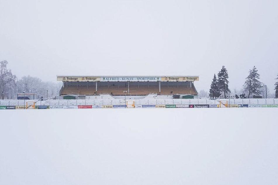 Noch bis vor kurzem glich der Alfred-Kunze-SPortpark einer weißen Winterlandschaft.