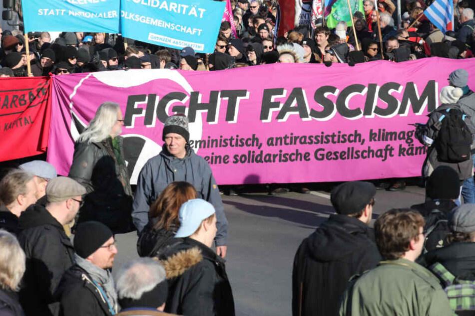 In Erfurt haben Tausende ihrem Unmut über den Eklat bei der Ministerpräsidentenwahl Luft gemacht.