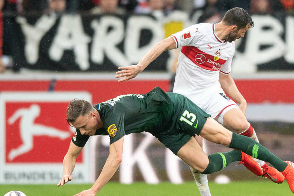 Im Zweikampf: Stuttgarts Gonzalo Castro (r.) und Wolfsburger Yannick Gerhardt (l.).