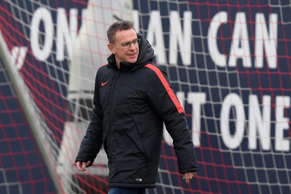 Laut Sportdirektor Ralf Rangnick denkt RB Leipzig darüber nach, nur noch im Sommer und Winter über Vertragsverlängerungen zu verhandeln. (Symbolbild)