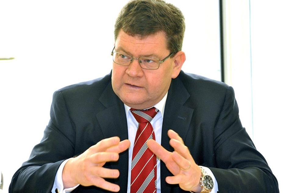Sozialdezernent Philipp Rochold (54, parteilos).