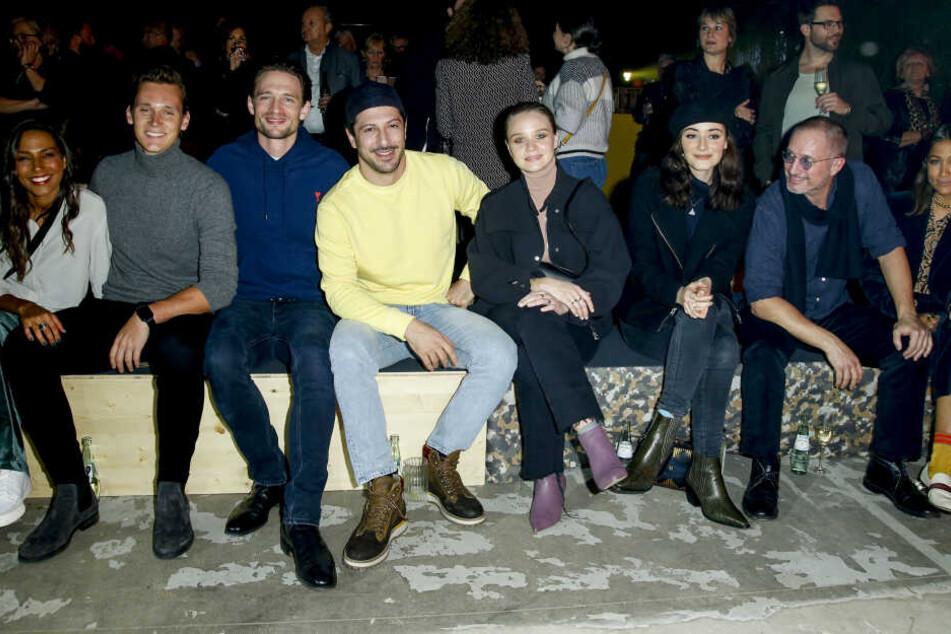Am Dienstagabend fand die camel active Fashion Show im Rahmen der Berliner Fashion Week statt. Es waren viele Prominente anwesend, unter anderem Fahri Yardim (Mitte)