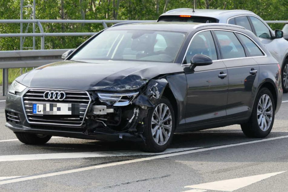 Dieser Audi war auf dem Autobahnzubringer der A14 bei Klinga mit einem entgegenkommenden Opel zusammengestoßen.