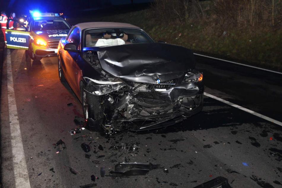 Die Fahrerin dieses BMW kam mit schweren Verletzungen ins Krankenhaus.