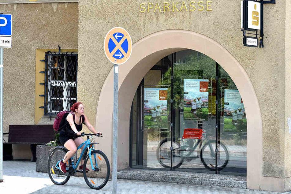 Die Sparkasse in Seifhennersdorf im Dreiländereck bietet jetzt einen neuen Service an.