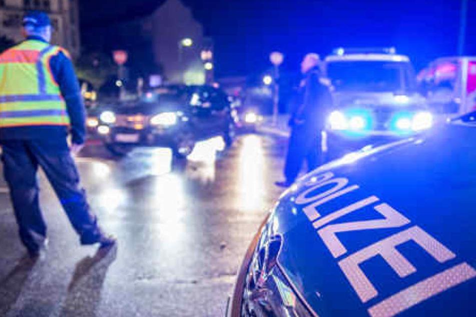 Als der Häftling in eine Polizeikontrolle geriet, raste er in ein Auto, dessen Fahrerin (21) starb. (Symbolbild)
