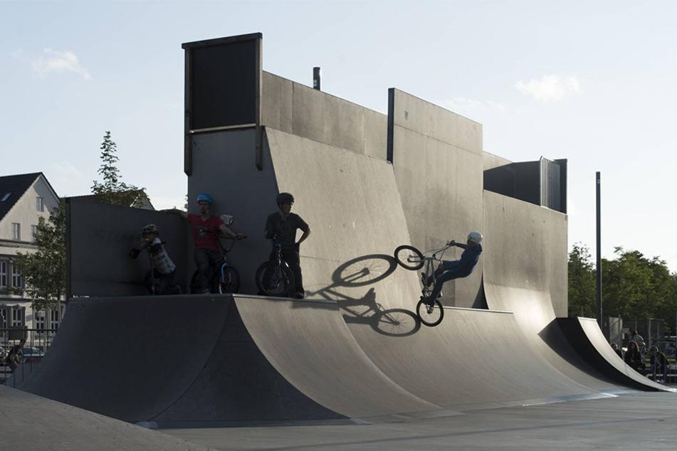 Fahrräder sind auf dem Kesselbrink sehr beliebt. Dort fahren die Biker gerne über die Halfpipes!