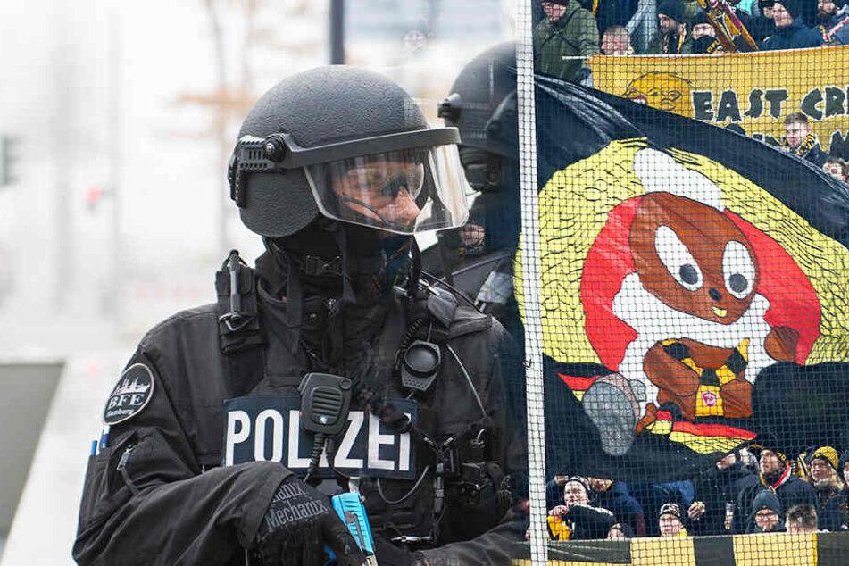 Die Hamburger Polizei hat den Fanmarsch der Dynamo-Dresden-Anhänger laut übereinstimmender Medienberichte gestoppt.