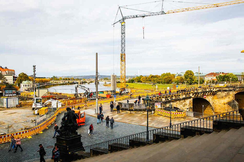 Mittlerweile kommen Radler und Fußgänger auf dem sanierten Brückenteil über die Elbe.