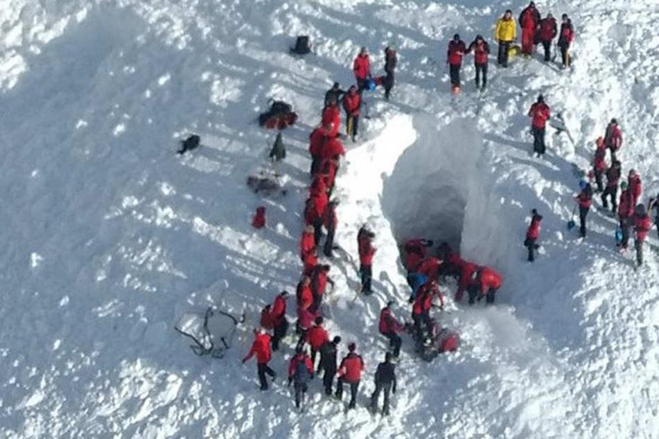 In Tirol sind erneut Menschen durch eine Lawine getötet worden. (Symbolbild)
