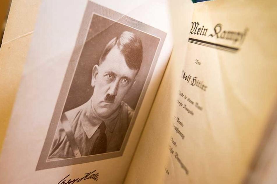 """Ein Behördenmitarbeiter las auf Arbeit """"Mein Kampf"""" und bekam die sofortige Kündigung."""