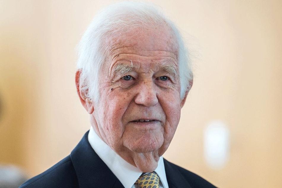 Kurt Biedenkopf (87, CDU) ist für die sächsische CDU eine Art Übervater. Gelegentlich meldet sich der Polit-Rentner mahnend zu Wort. Noch nie aber fiel seine Kritik so deutlich aus wie jetzt.