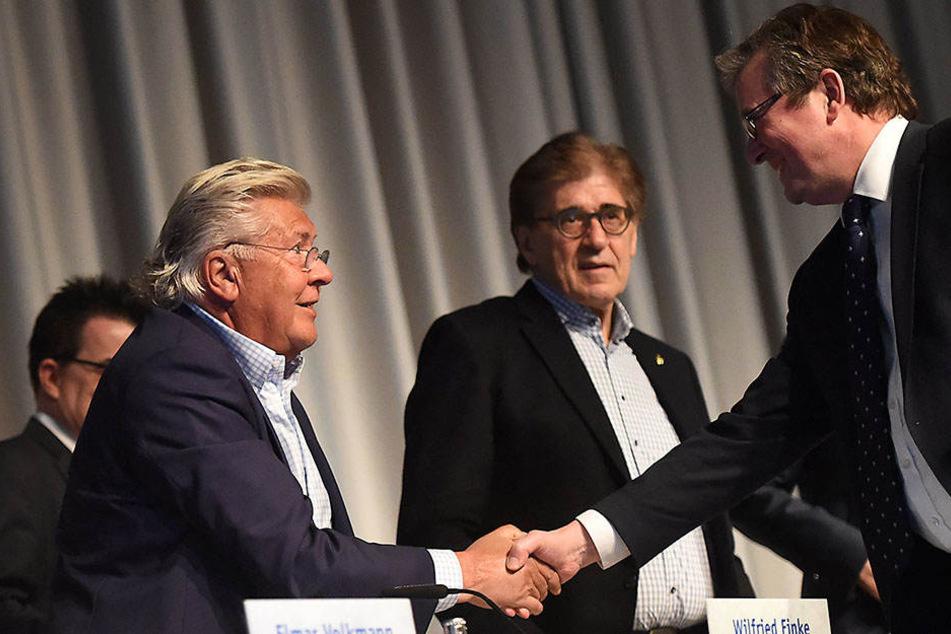 Gesprächsbedarf: Bürgermeister Michael Dreier (re.) und die Vereinsführung vom SCP um Wilfried Finke.