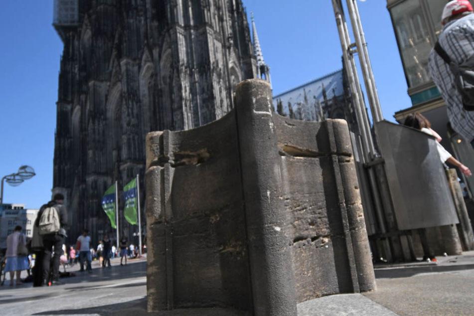 Die Steinpoller sollen mögliche Anschläge mit Lkw am Kölner Dom verhindern.