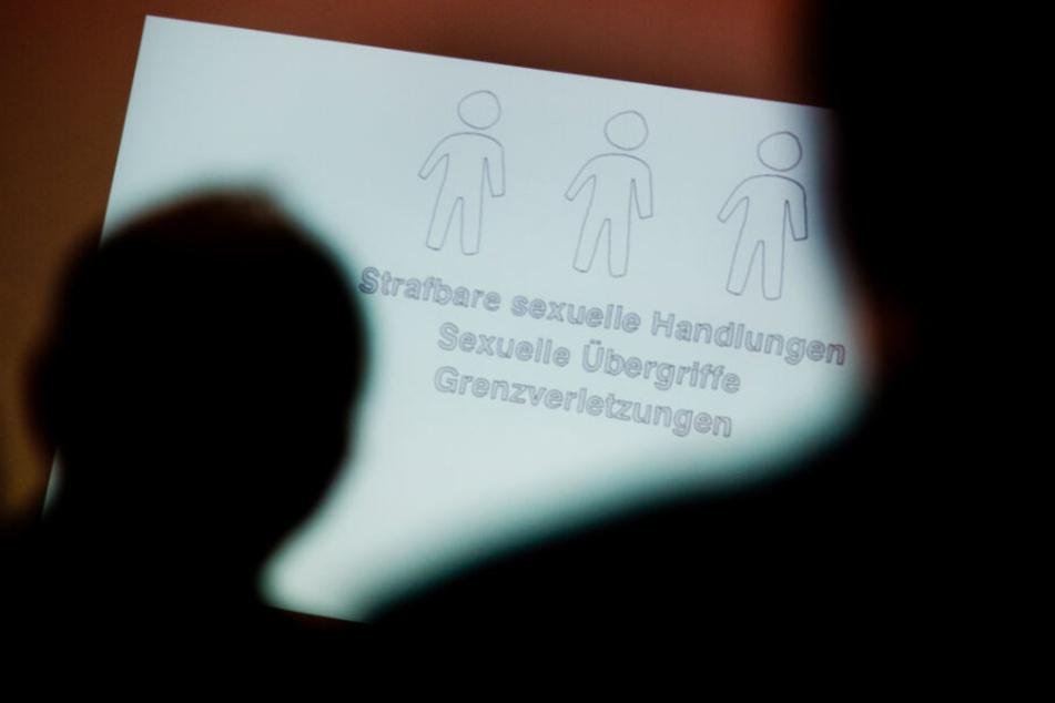Ärzte sollen durch spezielle Schulungen Anzeichen von Kindeswohlgefährdung erkennen. (Symbolbild)
