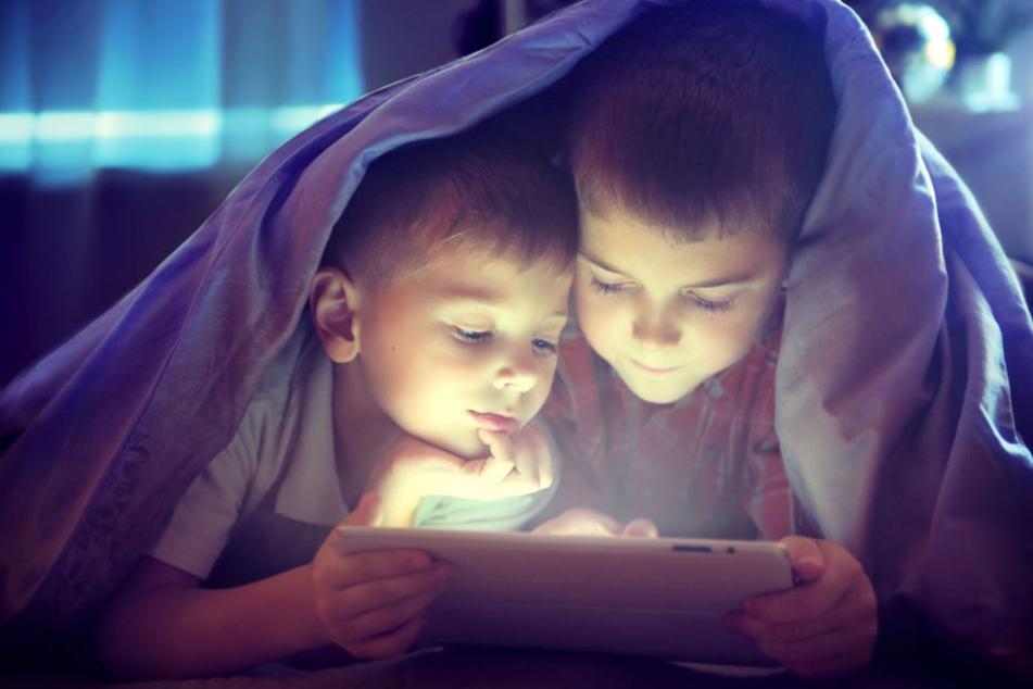 Schon in jungen Jahren lernen die Kinder von heute den Umgang mit dem Tablet. (Symbolbild)
