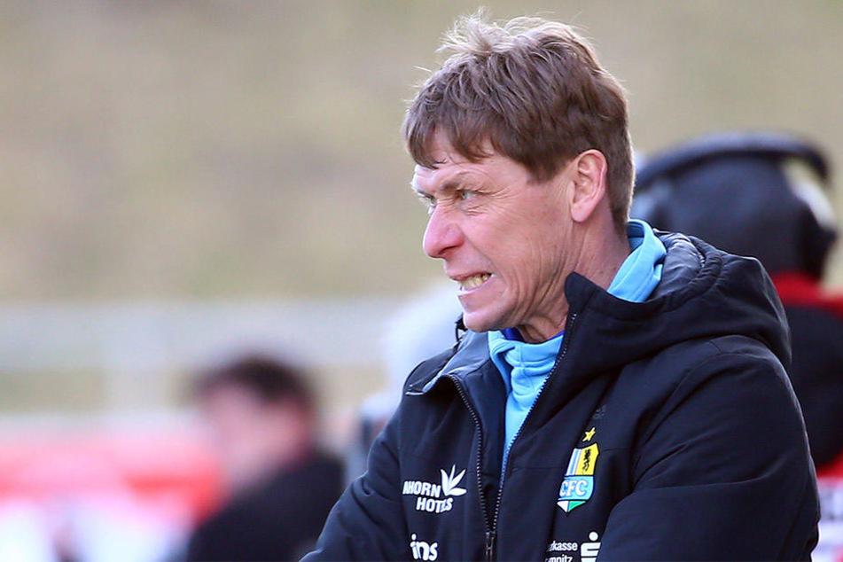 Zum Zähneknirschen: Trainer Sven Köhler hängt in der Luft. Der 51-Jährige weiß nicht, wie es ab 1. Juli mit ihm weitergeht!
