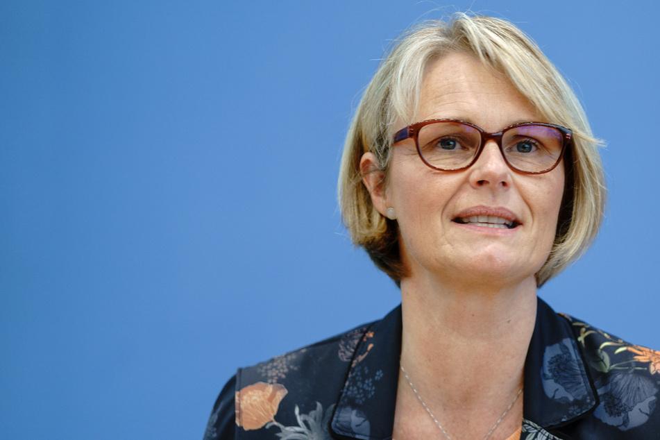 Bundesbildungsministerin Anja Karliczek (CDU, 50) will Kinder mit Vorerkrankungen die Corona-Impfung ermöglichen.