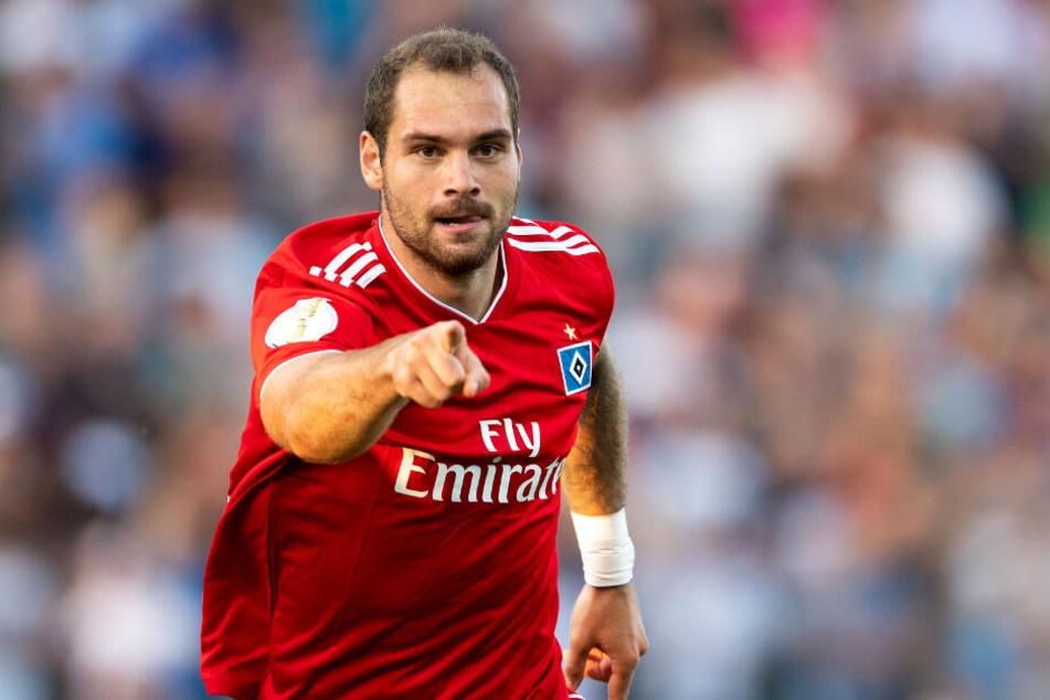 Stürmer Pierre-Michel Lasogga jubelt über einen Treffer.