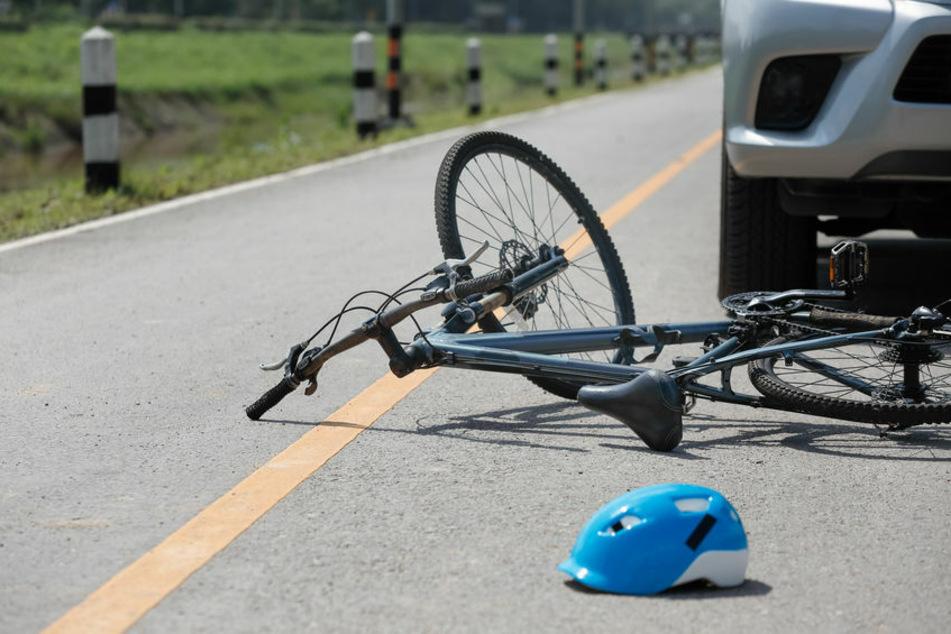 Eine 13-Jährige wurde bei einer Kollision mit einem Auto schwer verletzt (Symbolbild).